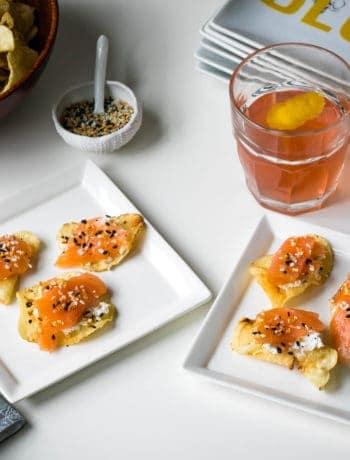 smoked salmon appetizer with everything bagel seasoning