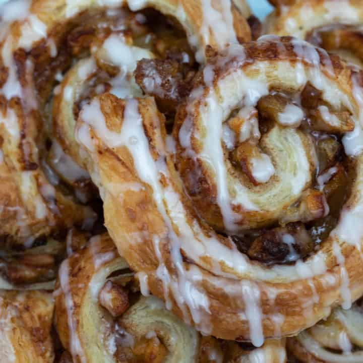 Puff Pastry Cinnamon Rolls with Apple
